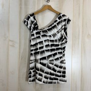 Kenneth Cole Black and White Top Graphic M